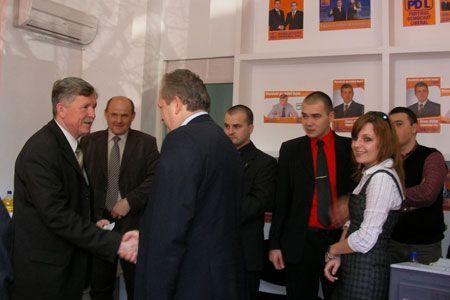 La inaugurarea biroului au luat parte prefectul Florin Stamatian, vicepreşedintele Radu Bica, parlamentari PDL, consilierii locali şi judeţeni, dar şi simpatizanţi ai partidului.