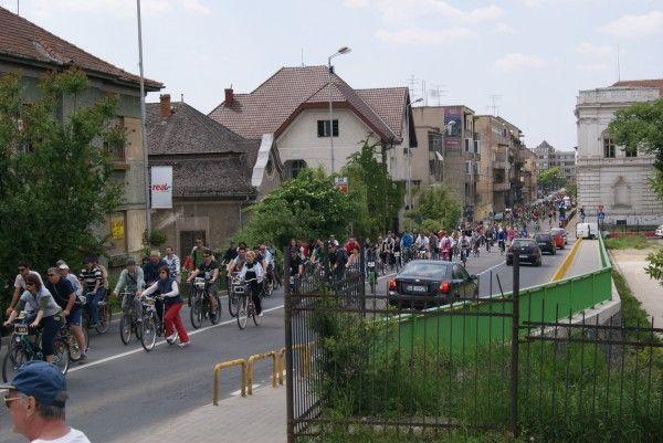 Moment unic pentru bicicliştii arădeni    FOTO: V.G.