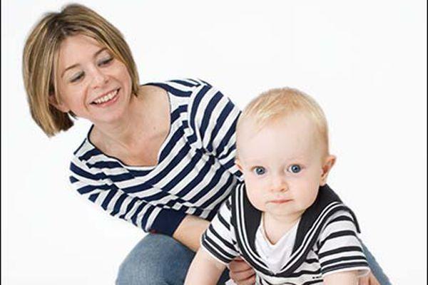 Femeile aflate in concediu maternal pot primi burse de studii de 1000 de lei