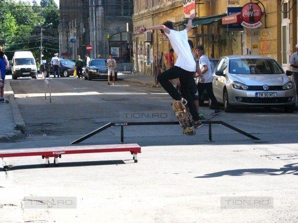Demonstratii de skateboard si freerun in Zona Cetate