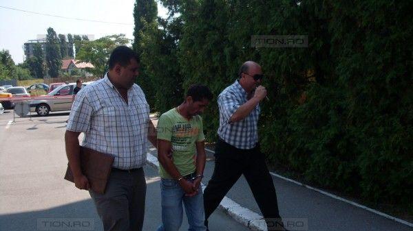 Hot prins de politisti dupa ce a furat 20 de sticle cu suc