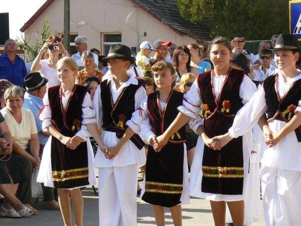 Spectacol folcloric la Ruga de la Becicherec