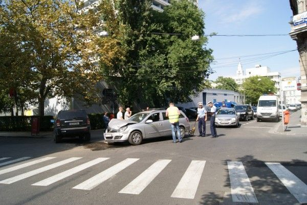 Maşinile implicate în accident FOTO: V.G.