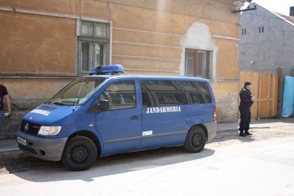 Parfumuri confiscate de jandarmi in Piata Flavia