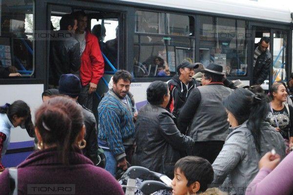 Inca un transport de romi repatriati de statul francez a sosit marti la Aeroportul Timisoara
