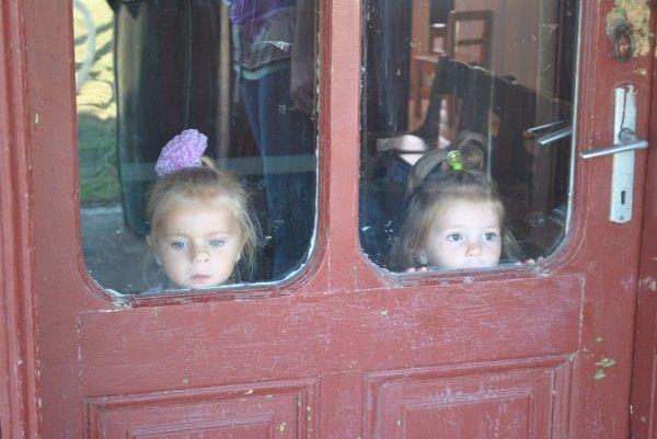 """Noul an scolar a """"aruncat"""" prescolarii din Masloc intr-o cladire improprie functionarii unei gradinite"""
