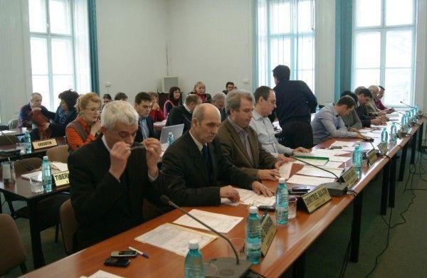 Aleşii locali au votat bugetul Aradului pe anul 2012 Foto: A.B.D.