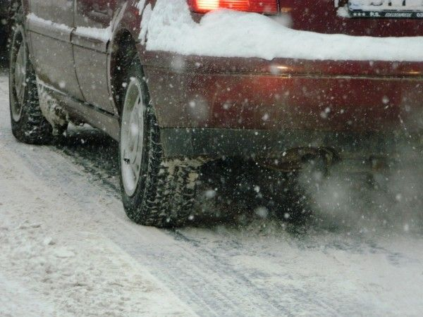 Iarna obligă la popasuri nedorite FOTO:JA
