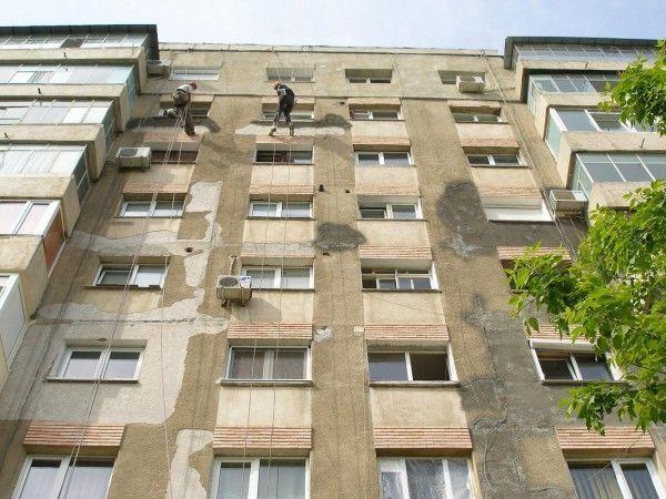 Licitațiile pentru cele 30 de apartamente s-au desfășurat fără incidente FOTO: A.P.