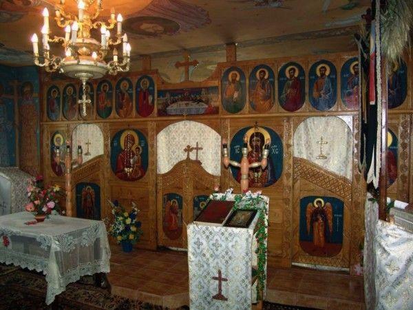 Biserica, un loc de alinare sufletească FOTO: FAN