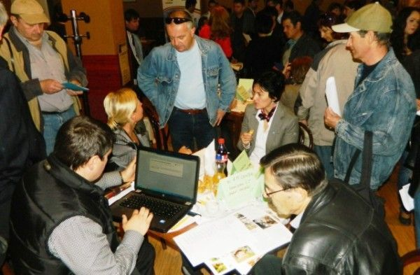 Bursele locurilor de muncă, o bună oportunitate pentru cei ce caută o slujbă FOTO: JA