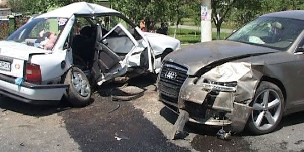 Maşinile au fost grav avariate FOTO: V.Obşitoş