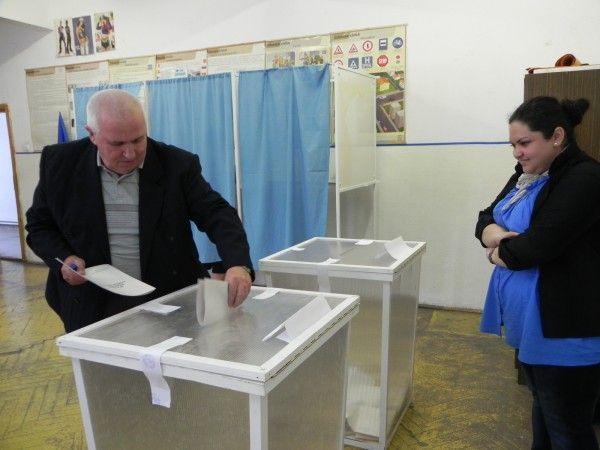 Se dau banii pentru cei care au muncit in sectiile de votare la alegeri