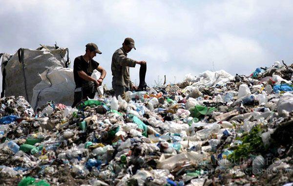 La groapa de gunoi, doar cu deşeurile din judeţ Foto: JA