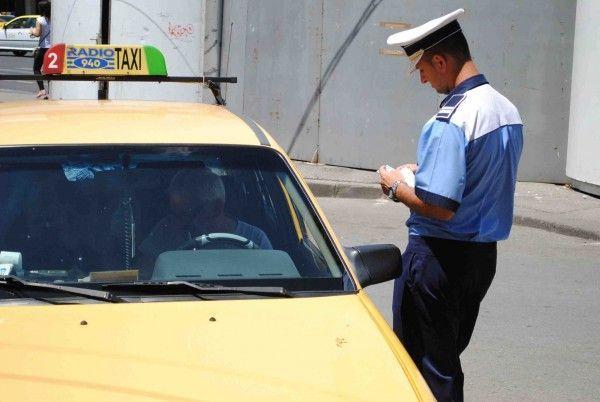 Zeci de taximetristi amendati de politistii timisoreni