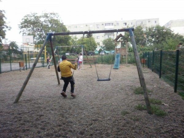 Locul de joaca din zona blocului A45