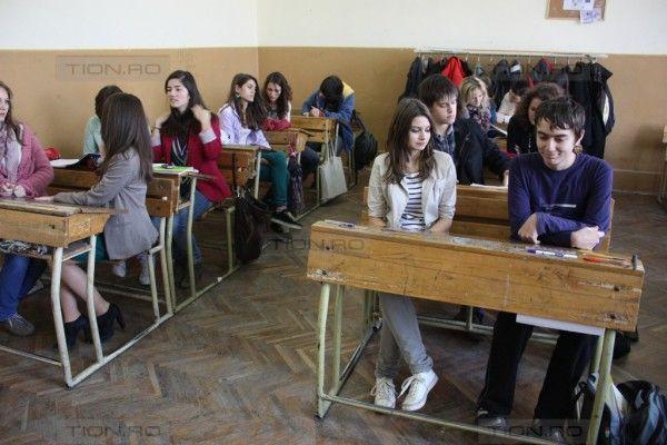 70 de directori de scoli schimbati in Timis