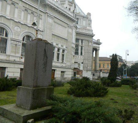 2 monument