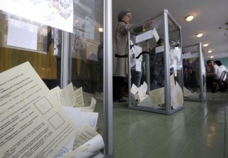 A woman casts her ballot during the referendum on the status of Ukraine's Crimea region at a polling station in Bakhchisaray