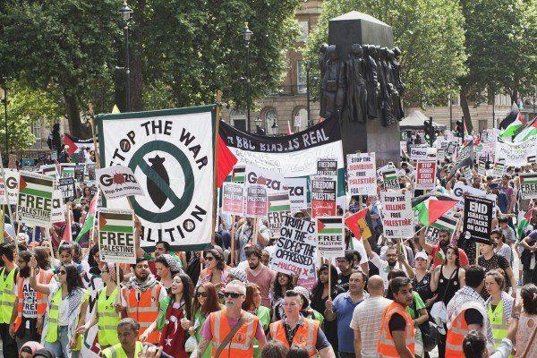 Mii de protestatari s-au strâns în Londra