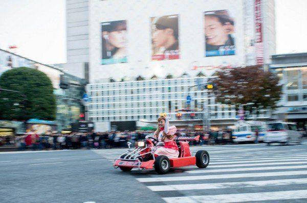 Prințesa șofează prin Tokyo