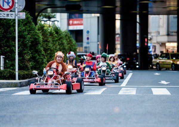 Personajele din Mario pe străzile din capitala Japoniei