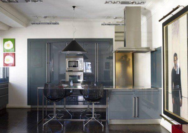 Bucătărie în tonuri de gri