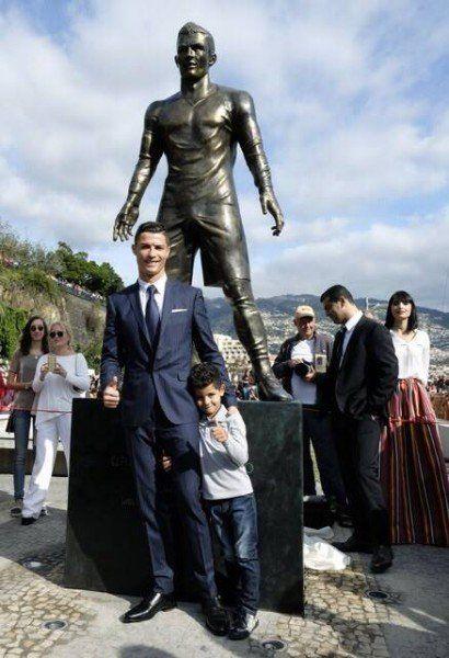 Foto: Facebook - Ronaldo alături de fiul său