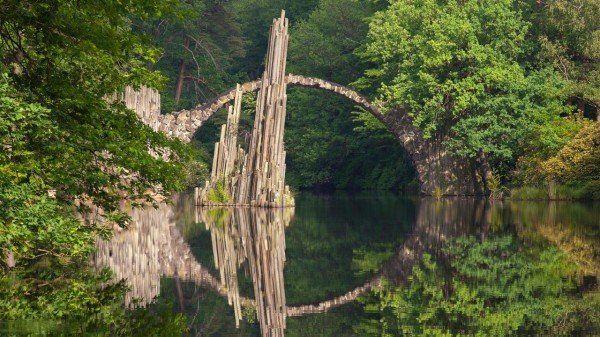 Germania - Podul care transformă peisajul din jurul lui într-o lucrare de artă.