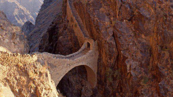Tenacitatea omenirii în Yemen - Pod din piatră.
