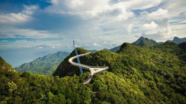 Langkawi Sky Bridge - se află în varful de munte Gunung Mat Cincang de pe insula Pulau Langkawi. Podul are 125 de metri lungime.