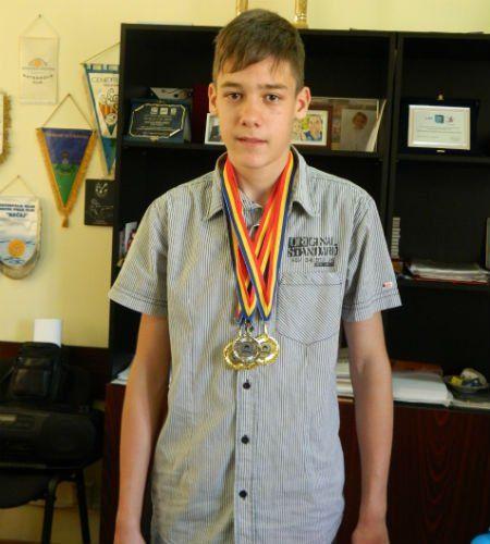 Mihnea Dăscălescu, cu medaliile cucerite la CN
