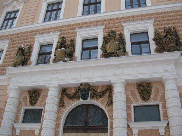 Fatada viitorului sediu al Muzeului Tarii Crisurilor, de pe strada Armatei Romane, al carui santier a fost deschis in urma cu opt ani